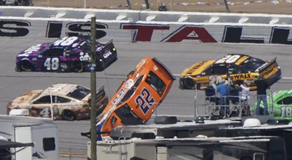 NASCAR To Discuss With Drivers About Superspeedway Rule Changes