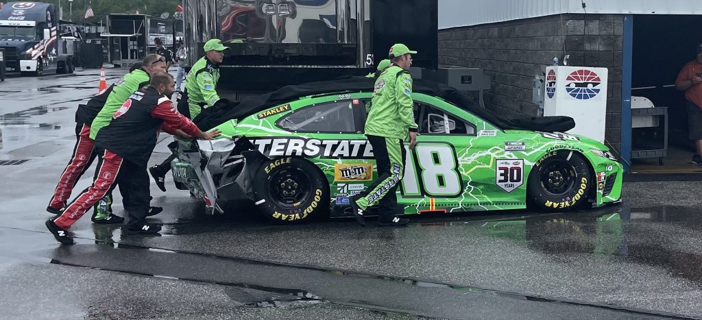 Unhappy Kyle Busch purposely makes contact with Pace Car on purpose